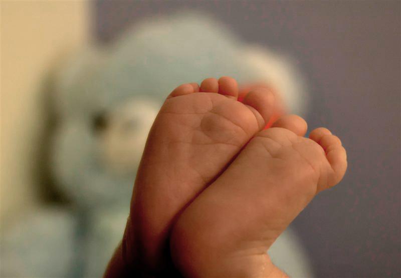 gaby-menashe-baby-feet