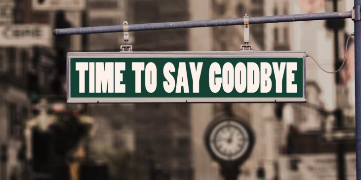 Schild mit Beschriftung Time to say goodbye