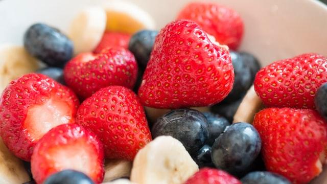 Tipps für das erste Trimester: Fruchtsalat als gesunder Snack